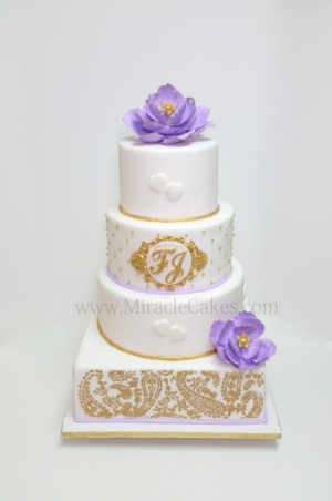 White wedding cake with Lilac color flowers