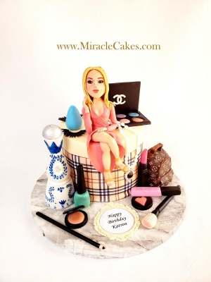 Cake with a personalized figurine