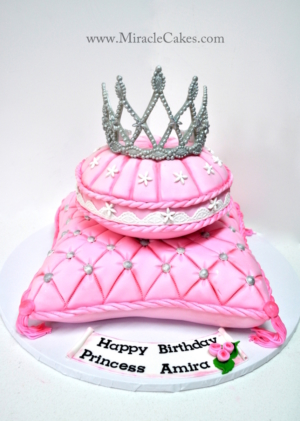 3D pillow cakes with a tiara topper